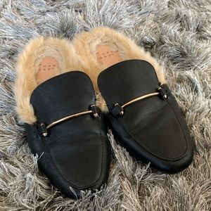 Shoes - Faux fur lined slides